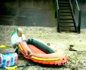 скачать бесплатно Видео 3gp Приколы Надувная лодка на мобильный телефон